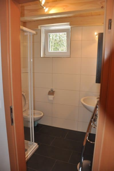 KWOvilla-villa-sonnenblick-badkamer-03