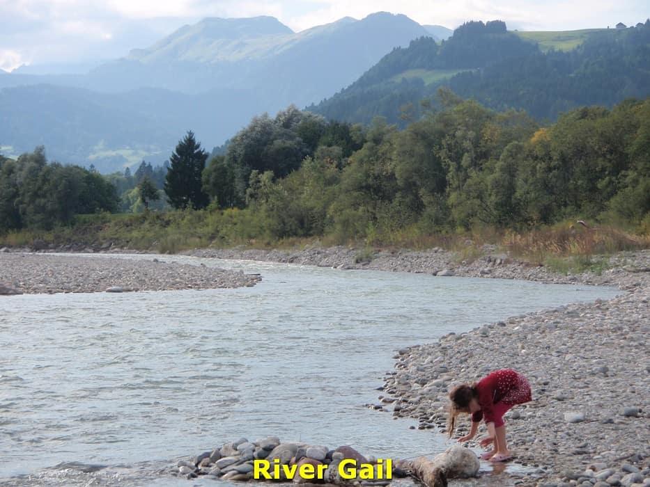 kwo-villa-activiteit-kotschach-karinthie-oostenrijk-14-stenen-zoeken-river-gail