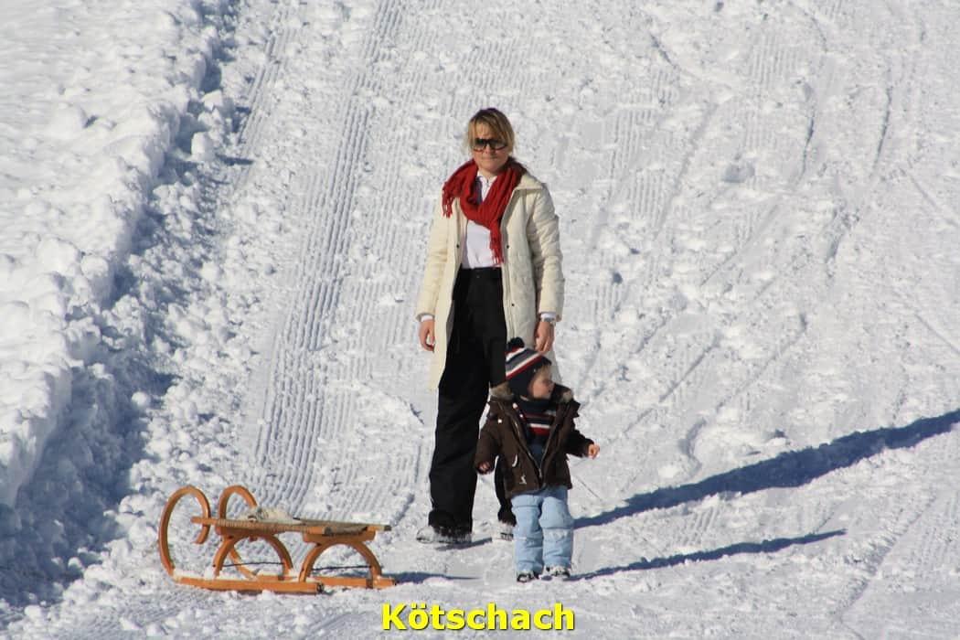 kwo-villa-activiteiten-kinderen-karinthie-oostenrijk-08-sleerijden-kotschach