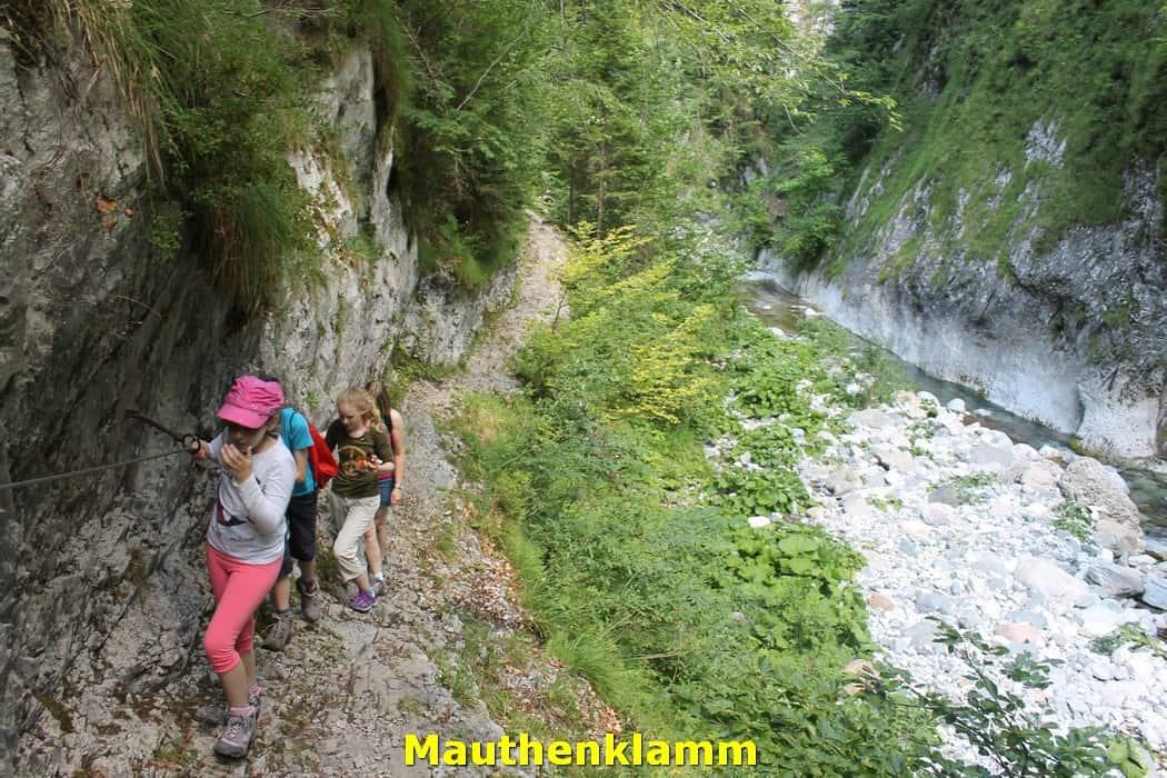 kwo-villa-activiteiten-kinderen-karinthie-oostenrijk-11-wandelen-mauthenklamm